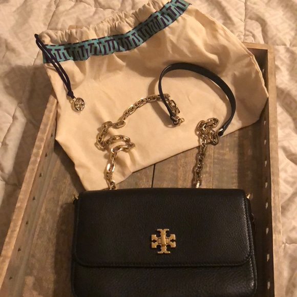 86c46d9bc7c4 Tory Burch Purse Black barley used crossbody bag. M 5b2df87a03087c2989932c59